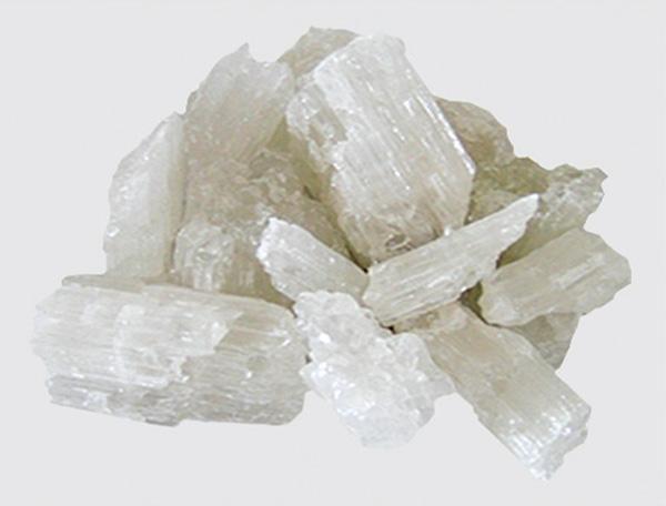 Large crystalline magnesia